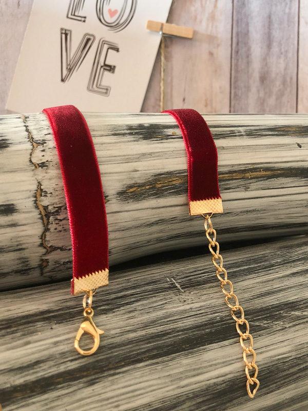 gargantilla de terciopelo roja con sol de diamantes cierre