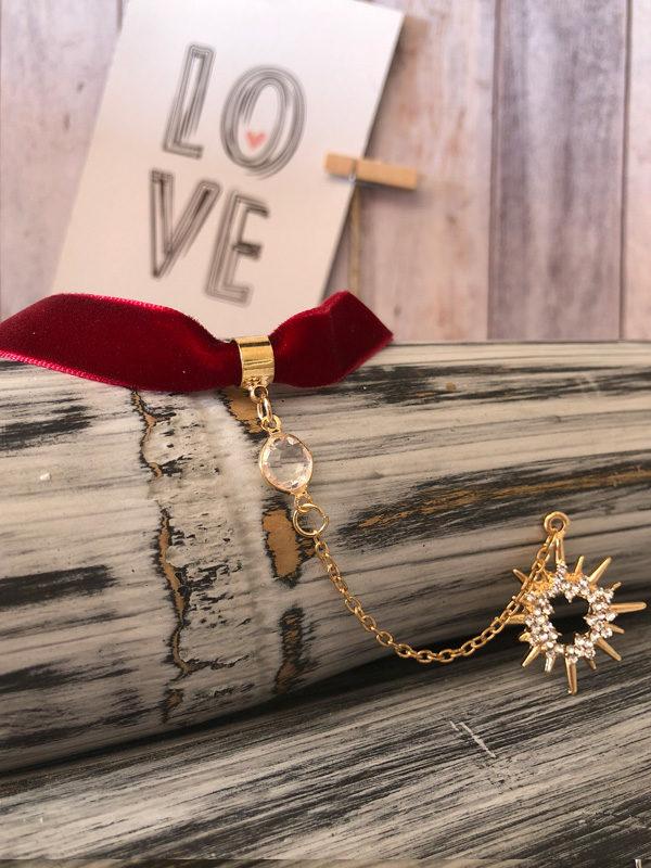 Choker de terciopelo granate con colgante en forma de sol y diamantes producto