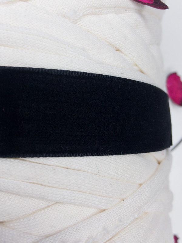 collar de terciopelo negro materiales