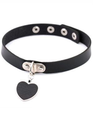collar choker de cuero con colgante en forma de corazon de color negro