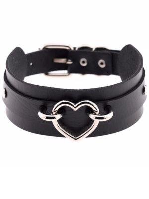 collar choker kawaii negro ancho con corazón pegado al cuello