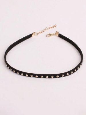 collar fino negro estilo punk