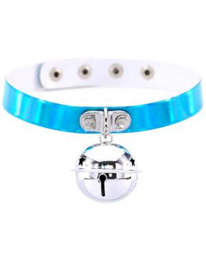 Collar choker reflectante de color azul con un cascabel de colgante